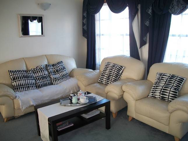Beachside Apartment - Hove - Accommodation Gold Coast