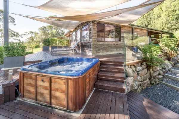 Coach House Hill Cottage - Accommodation Gold Coast