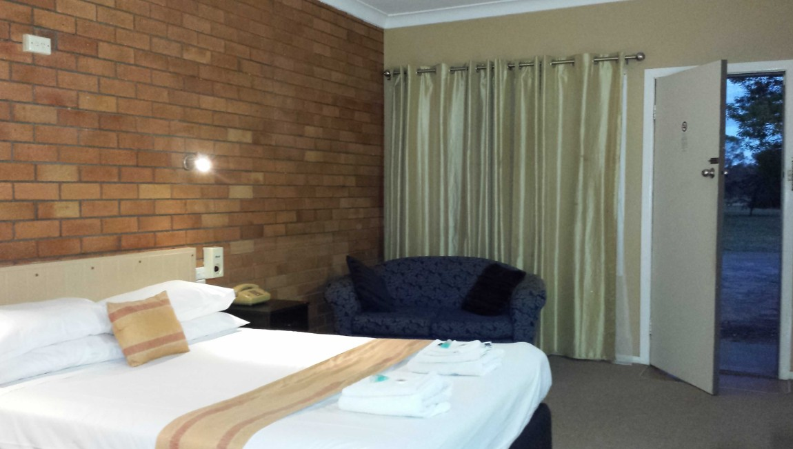 AA Hilldrop Motor Inn - Accommodation Gold Coast