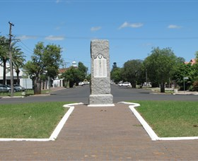 War Memorial and Heroes Avenue - Accommodation Gold Coast