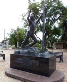 Miners Memorial Statue - Accommodation Gold Coast