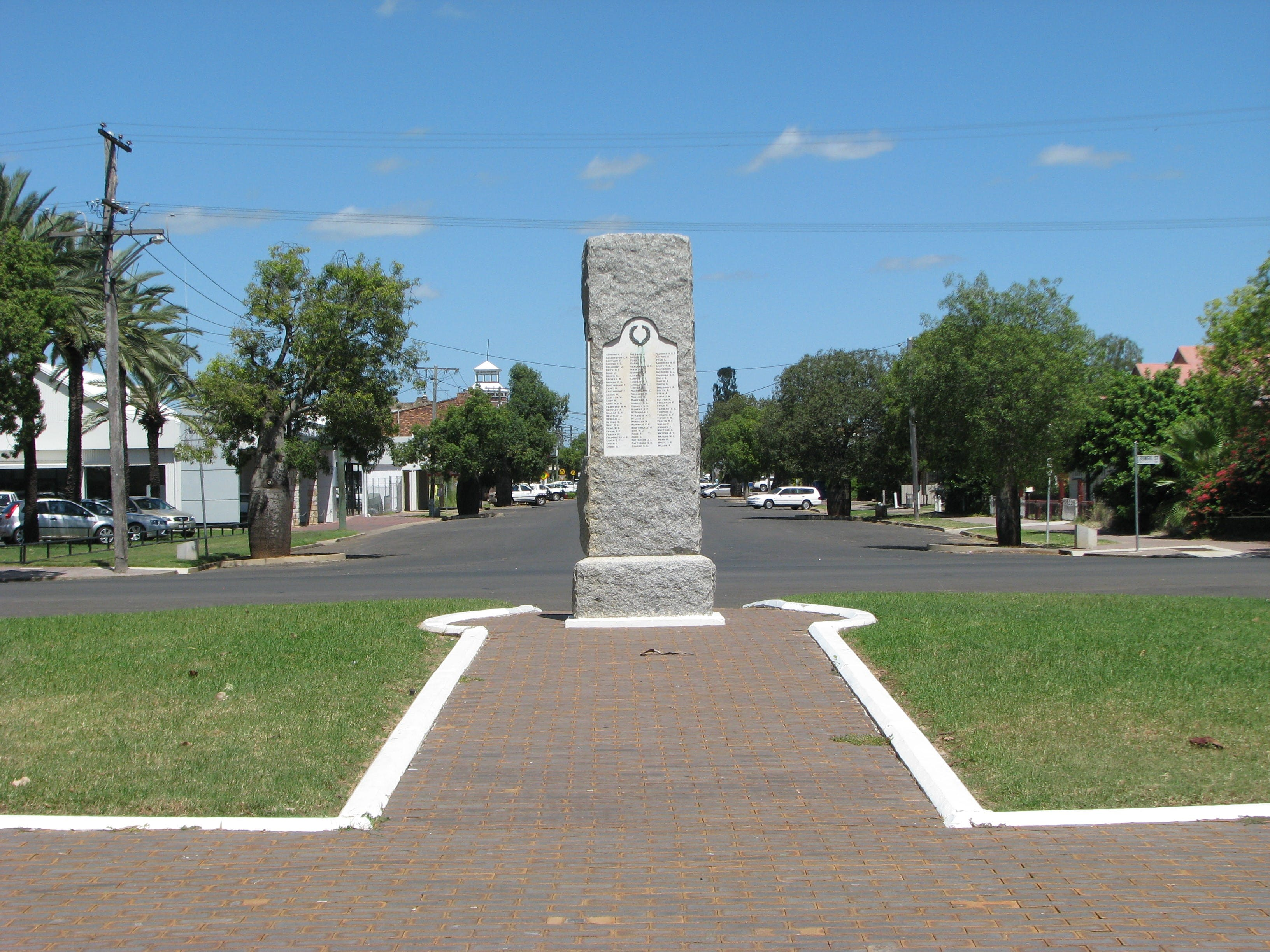 War Memorial and Heroes Avenue Roma - Accommodation Gold Coast